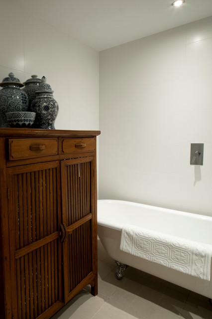 Cammeray Apartment traditional-bathroom