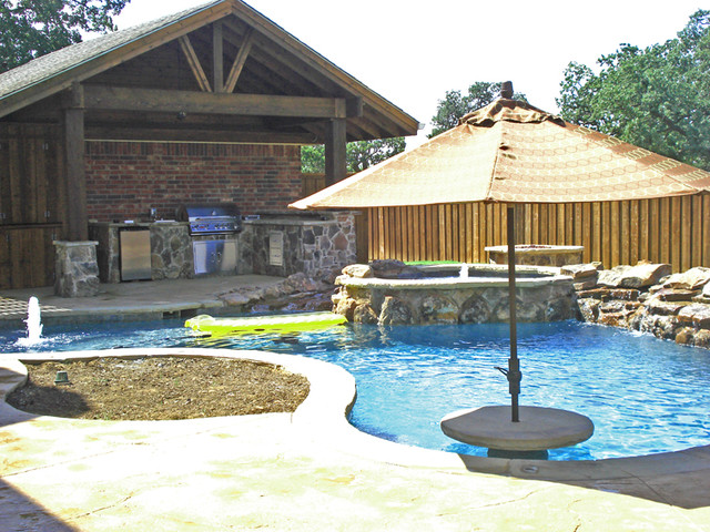 FINN RESIDENCE rustic-hot-tub-and-pool-supplies