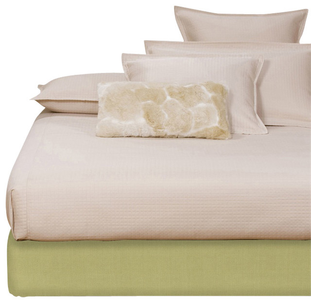 Howard Elliott Sterling Willow Full Platform Bedroom Set (Kit and Cover) modern-bedroom-products