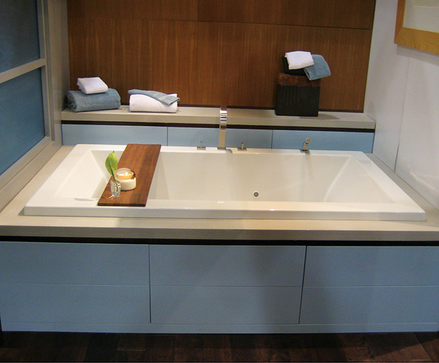 Andrea 72x36 soaker mti modern bathtubs new york for Mirror 72x36