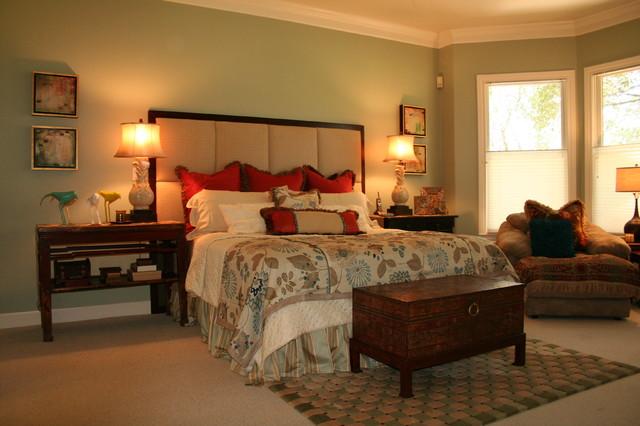 Lloyd traditional-bedroom