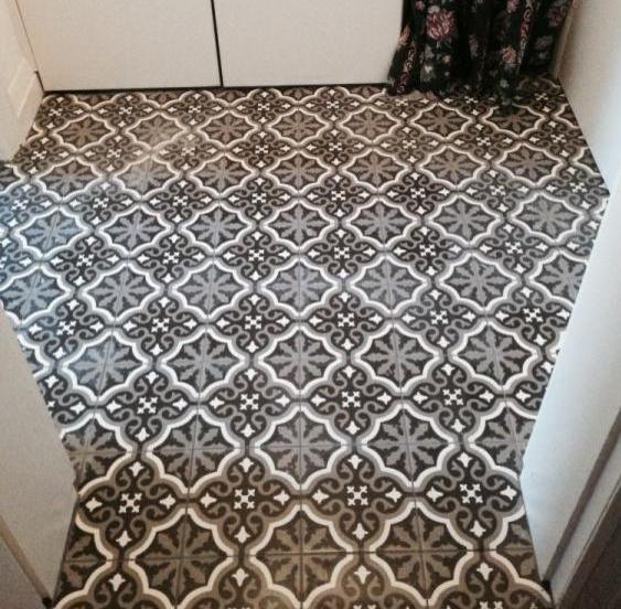 Simple Patterned Bathroom Floor Tiles
