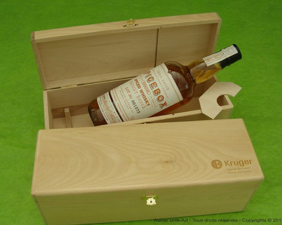 Custom wine wooden boxes - Corporate gifts, custom wine boxes for: Wine, porto, whisky, rhum. Available in differents types of wood (birch, hard maple, aspen, torrefied wood, etc.) in a range of color stain (mahogany, walnut, cognac, black, etc.) Pricing on request for 10, 25, 50, 100, 250 and more.