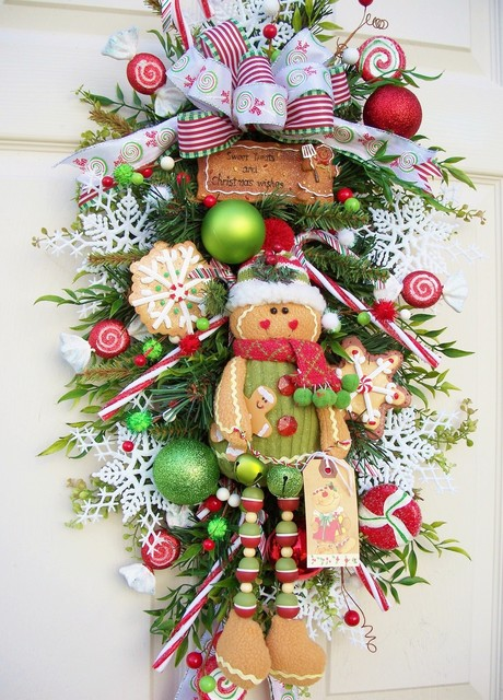 Wreath decor traditional-wreaths-and-garlands