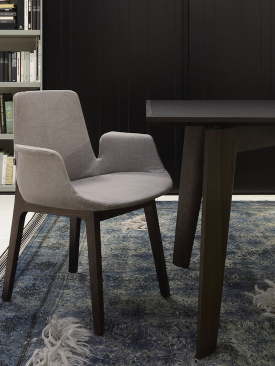 Poliform Ventura Chair - The lightness is highlighted by a small walnut wooden structure (natural or lacquered). This collection is the quintessence of the style and know-how of the Massaud/Poliform for a well-off but contemporary comfort.