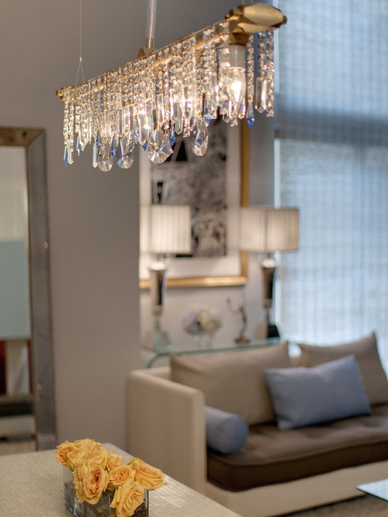 Michael McHale Designs - Bryce Collection 5-Bulb Linear Chandelier - Midtown Manhattan