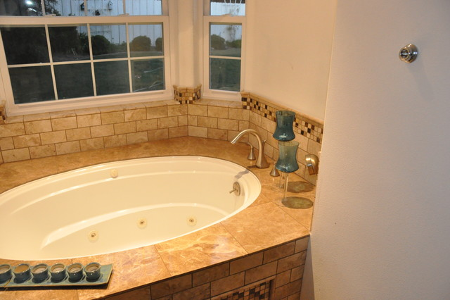 Custom marble tiled jacuzzi tub for Custom tubs and showers