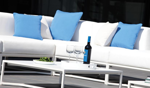 Out door furniture modern-patio-furniture-and-outdoor-furniture