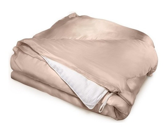 Aus Vio Queen Pebble Luxury Hypoallergenic 100% Silk Duvet Cover - Aus Vio Logo 19 momme duvet covers are crafted from 100% silk charmeuse, and  create an unparalleled sense of luxury and comfort. The Aus Vio  charmeuse duvet covers naturally have the ability to provide yearlong  temperature control with the charmeuse silk's breathability. This in  turn creates warmth during the cold winter months, and a cooler  temperature during the warm summer months. Long strand silk fibers are  used to weave the Aus Vio duvet covers, insuring durability and lighter  weight without sacrificing any of its warming or cooling abilities.  Another key feature of the Aus Vio duvet cover is that the duvet cover  is hypoallergenic. The small areas between the individual silk threads  prevent allergens from collecting in the silk duvet, which in turn  prevents the allergens from coming in contact with the skin, nose, or  eyes. Naturally occurring proteins within the silk also help skin  reabsorb moisture, keeping your skin healthy and soft        Features:- 100% silk charmeuse- Beauty benefits for skin and hair- Natural heat regulator- 19 Momme- 100% Mulberry Silk- Hypoallergenic