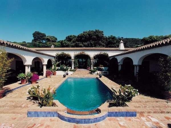 U shaped mediterranean house for U shaped house plans with pool