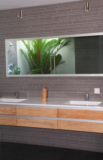 Island Stone Smoke Linear Glass Bath modern-tile