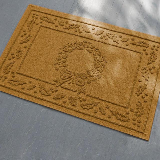 WATER & DIRT SHIELD ™ Wreath Mat traditional-doormats