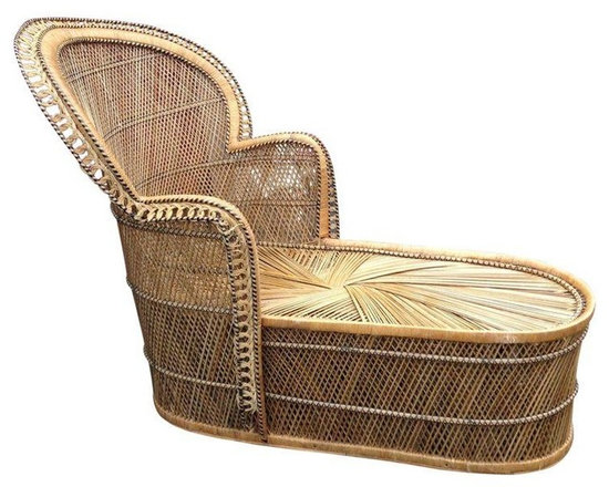 Pre-owned Vintage Bohemian Wicker Fan Back Chaise Lounge - This vintage fan back wicker rattan chaise is a bohemian dream! Picture it in a room with a bright over saturated rug and textured throw pillows. Still very study with some wear along edges. See photos for details.