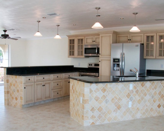 Tuscany Kitchen Cabinets - Tuscany Kitchen Cabinets from http://www.rtacabinetstore installed in a Florida home.