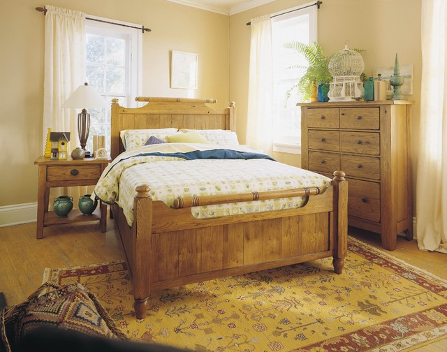 Broyhill - Attic Heirlooms King Feather Bed in Natural Oak - 4397-58SK traditional-beds