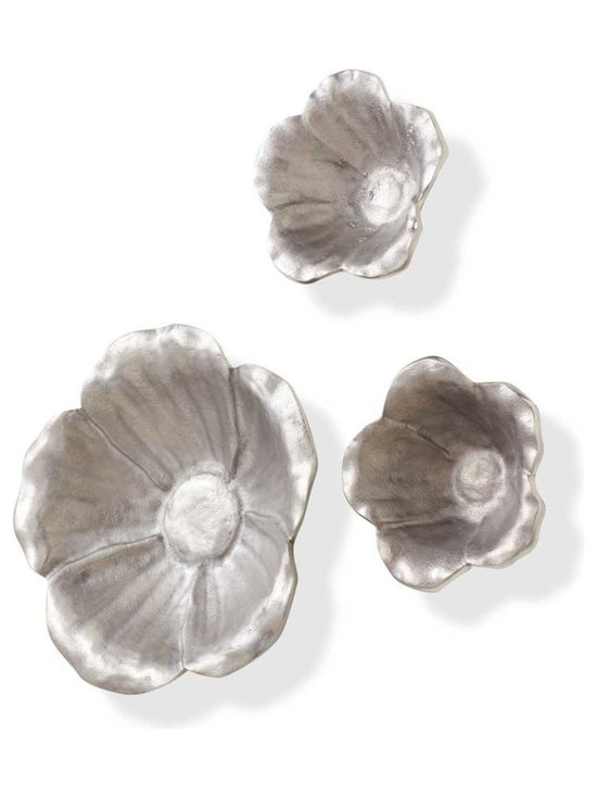 Viva Terra - Aluminum Flowers (large) - Hung on the wall or used as bowls, these small and large aluminum flowers serve as decorative accents or functional pieces while adding their nature-inspired flourish to any setting. Keyhole mount.