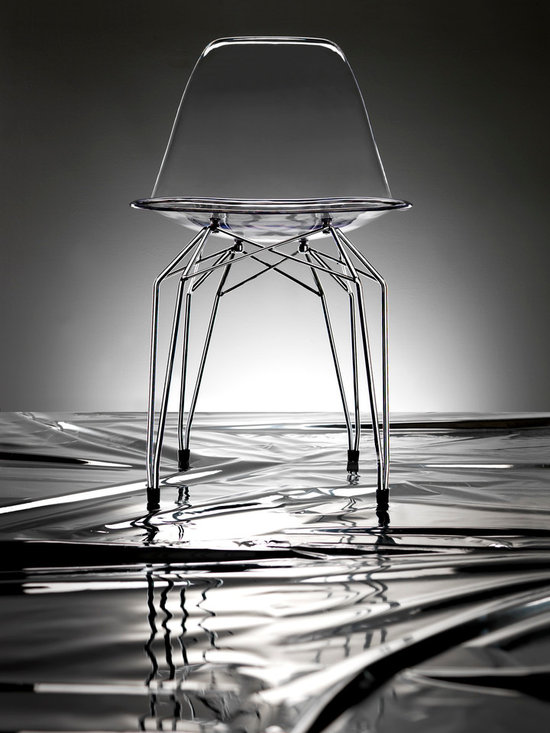 Diamond Side Chair by Kubikoff - Diamond is the name of a collection by Stolt design, which includes tables, chairs, small armchairs, stools and accessory tables. The motif that marks out the structure creates a harmonious geometry of lines that recalls the cut of a diamond. The motif, recurring on the various articles, becomes a linking element and creates an original and functional line of furniture. Available in the chrome-plated, white and black versions.