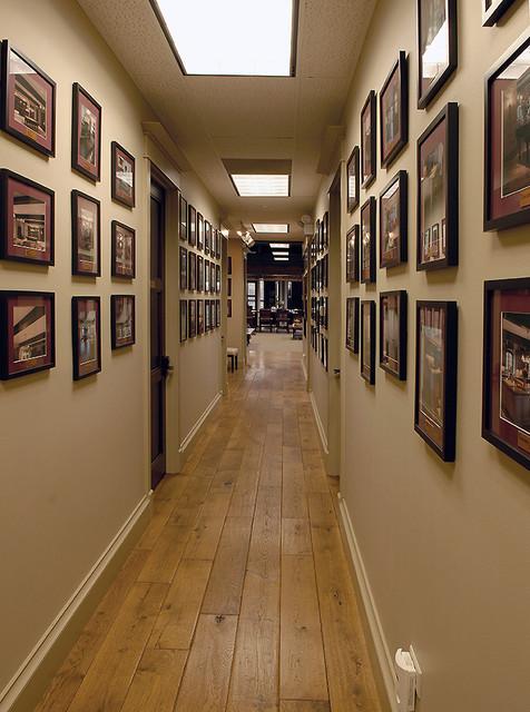 Signature innovations 39 showroom flooring design studio for Hardwood floor showroom