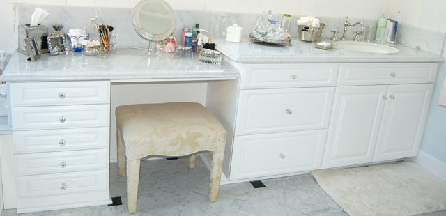 Lastest Vanities For His And Her This Is Her Vanity With The Seating Area
