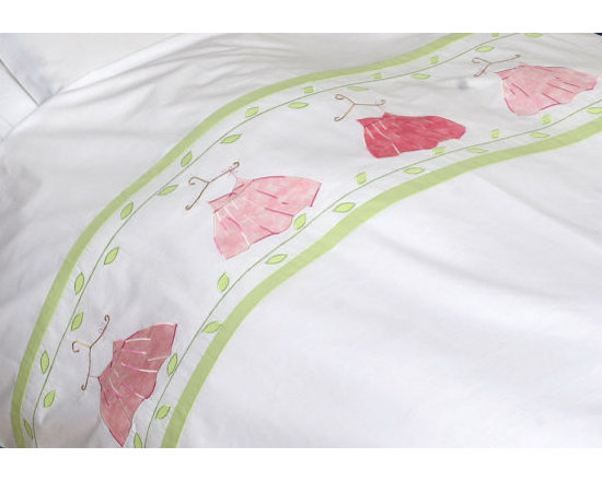 girl's twin bedding - Five summer dresses appliqued in different pink colored fabrics ,are hanging on a delicately embroidered wire hangers.With leaf-green leaves adorning the upper and lower part of the appliques.