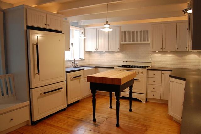 Lakeside Cotttage traditional-kitchen