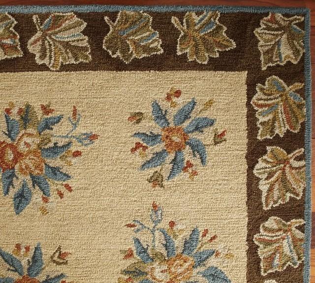 Museum Craft Collection - Shelburne Museum Leaf Border Rug modern-rugs