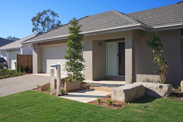 Mossvale Housing - Wakerley, Brisbane. mediterranean-landscape