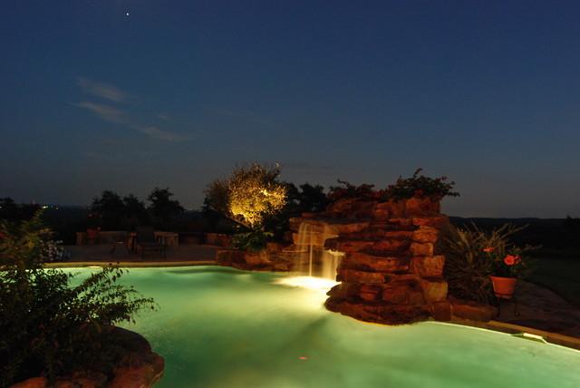 Swimming pools by Stadler Custom Homes modern