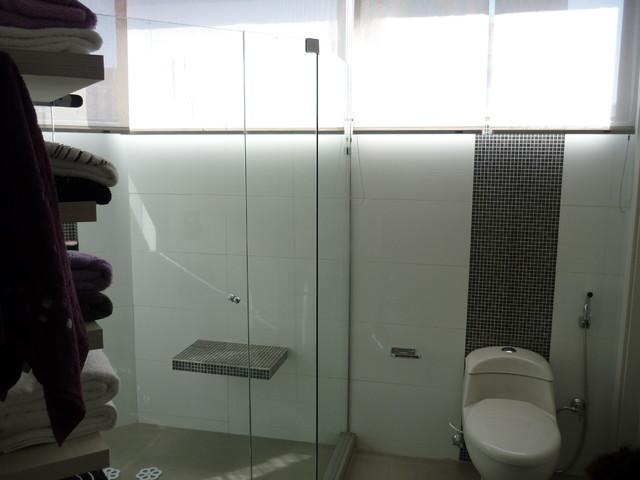 Bath rooms contemporary-bathroom