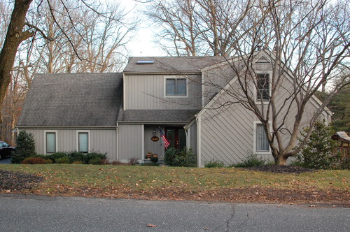 1980s contempo house needs new siding and maybe a small Semi circle driveway designs