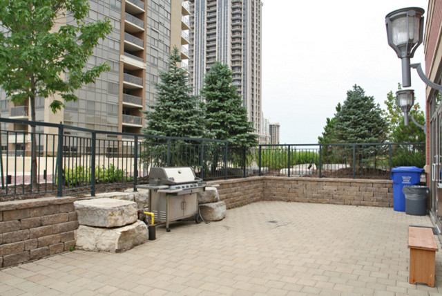 4090 LIVING ARTS, MISSISSAUGA traditional-patio