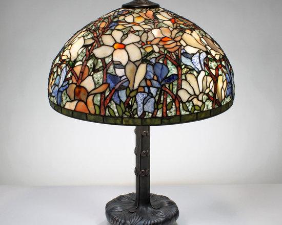 The Secret Garden (TSG 1895 USA) - 20-inch Magnificent Magnolia Gemstone Tiffany-Style Table Lamp - Gemstone Tiffany-Style Lampshade