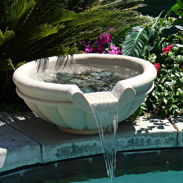 30 round sandstone outdoor stone pool or pond fountain for Idee deco fontaine exterieur