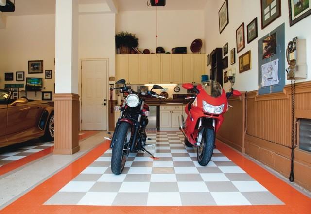 Garage traditional