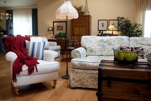New England Style Traditional Living Room Sacramento