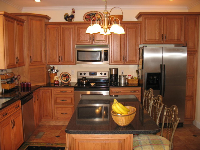Kitchen gallery traditional kitchen cabinetry for Traditional kitchen cabinet ideas