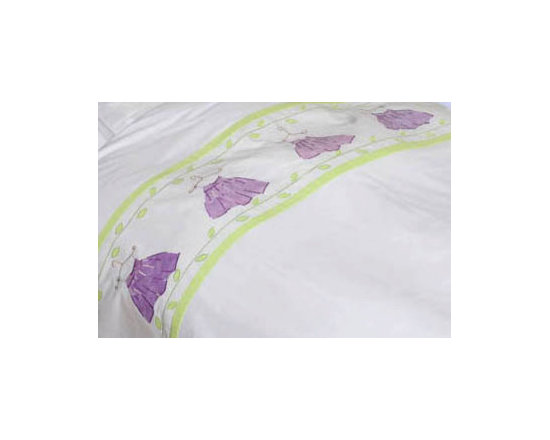 girl's twin bedding - Five summer dresses appliqued in different lavender colored fabrics ,are hanging on a delicately embroidered wire hangers.With leaf-green leaves adorning the upper and lower part of the appliques.