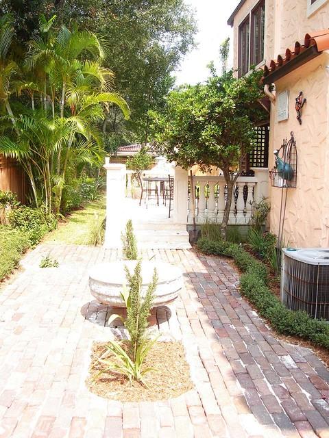 Mediterranean secret garden in south tampa mediterranean for Landscape design tampa