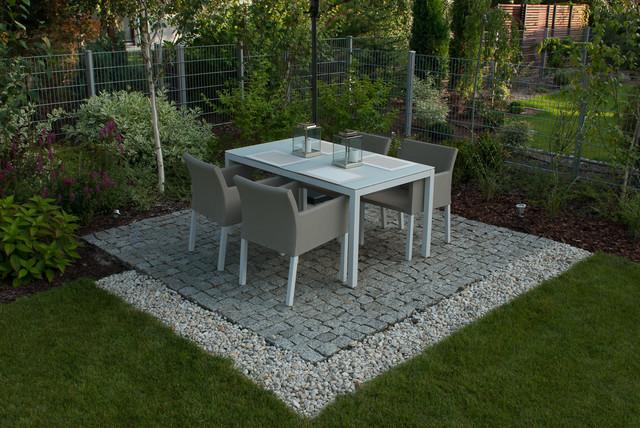 Small garden contemporary