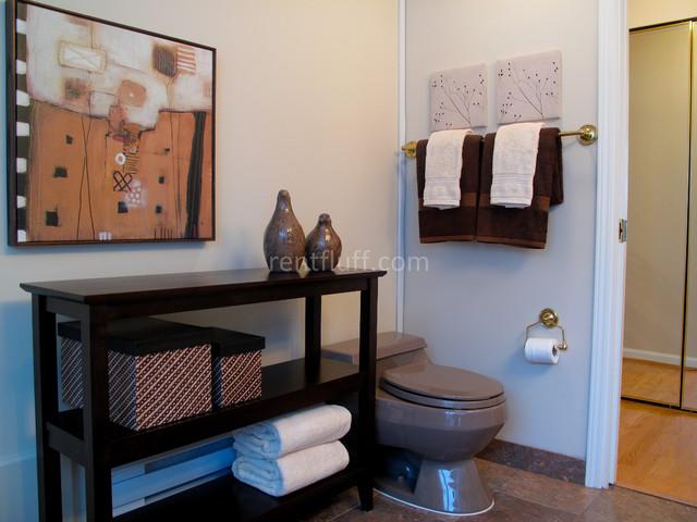 2038-2815 Tolmie Drive contemporary-bathroom