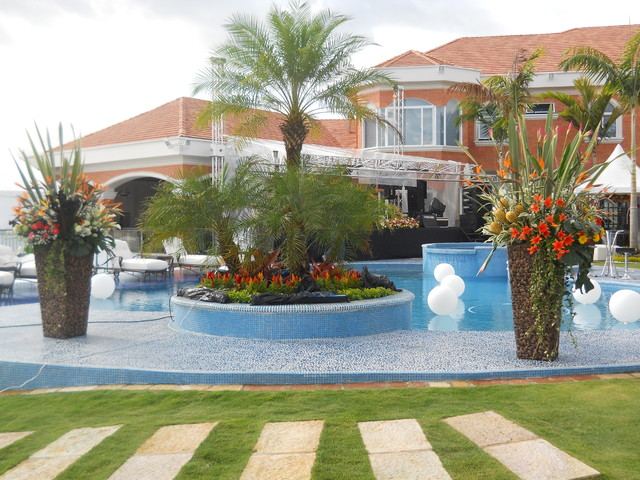Traditional with Clean lines mediterranean-pool