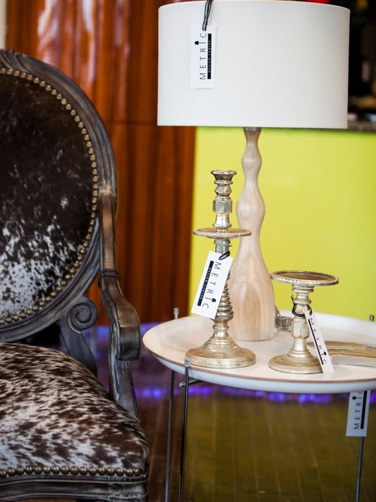 Lighting- lamps - Gently curved blond wood table lamp