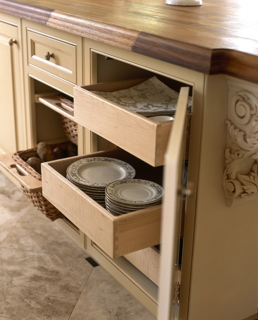 English Colonial Kitchen New York traditional-kitchen