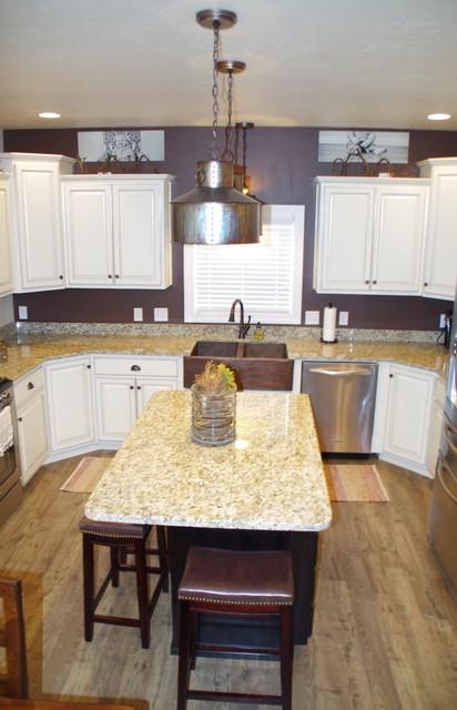 Kitchen/ Dinning traditional-kitchen