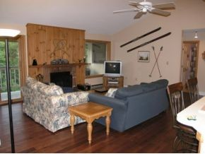 Loon Mountain Ski Condo #3  living room