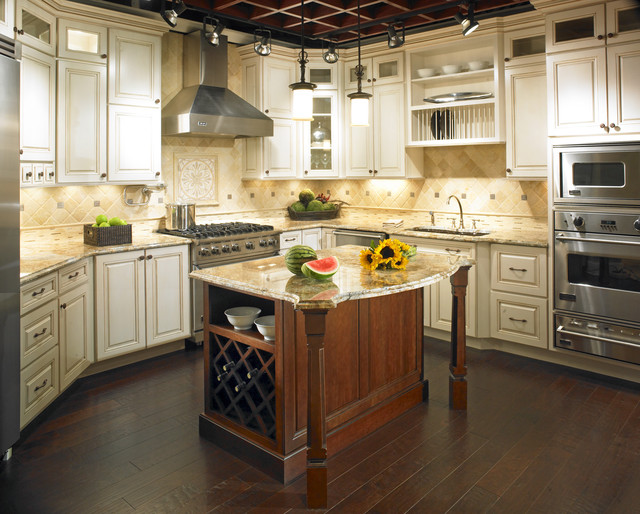 Belmonte Traditional Kitchen Chicago By Yorktowne Cabinetry