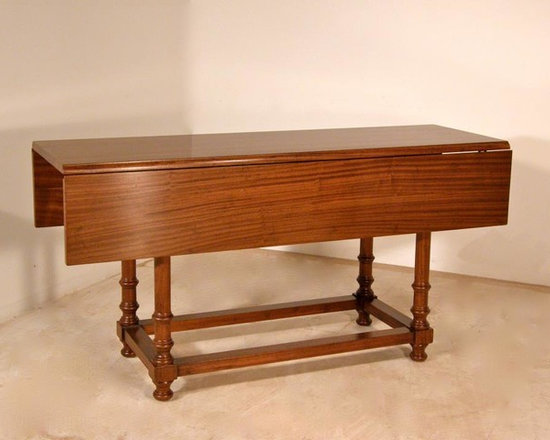 Wright Table Company - The No. 660 Drop Leaf, Turned Leg Dining Table -