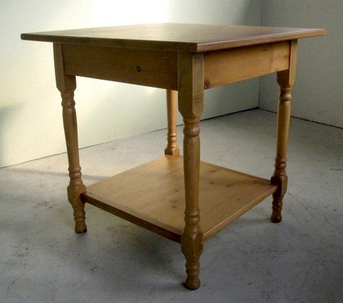 Pine Country Side Table With Turned Legs And Bottom Shelf