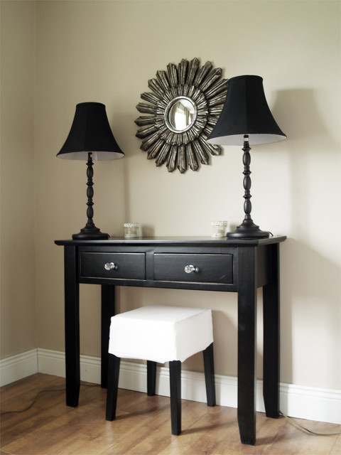 Console table contemporary-living-room
