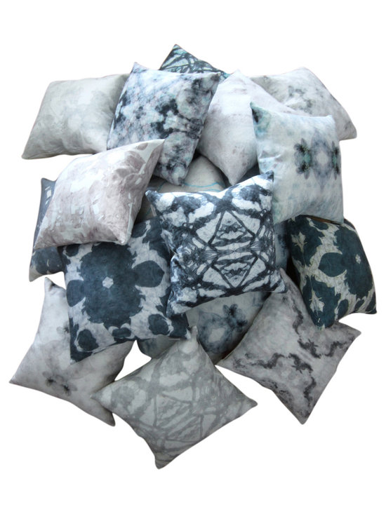 The LORA Collection - assorted pillows -